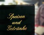 Bild: klassische Speisekarte, schwarz mit goldener Schrift
